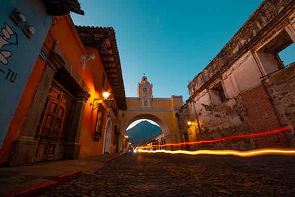 Calle del arco Antigua Guatemala por Fabriccio Díaz